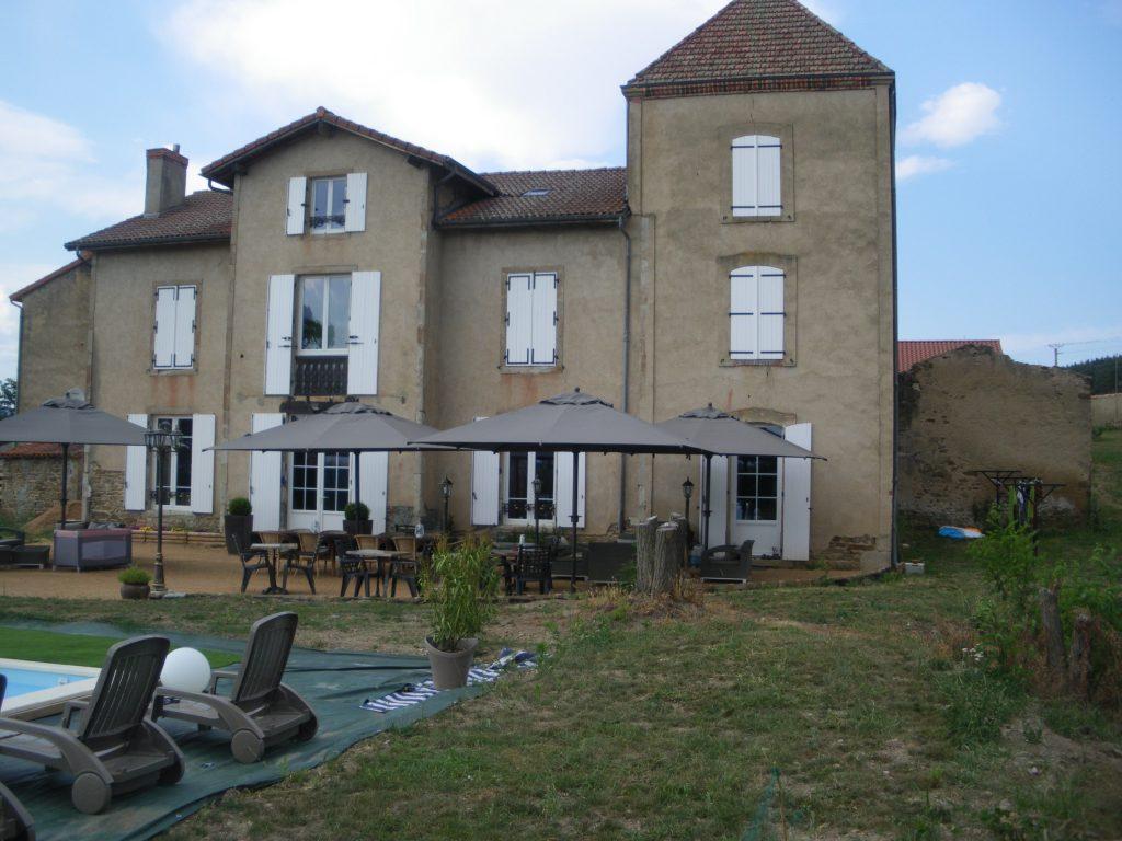 G te avec piscine en auvergne manglieu issoire 63 for Auvergne gites avec piscine
