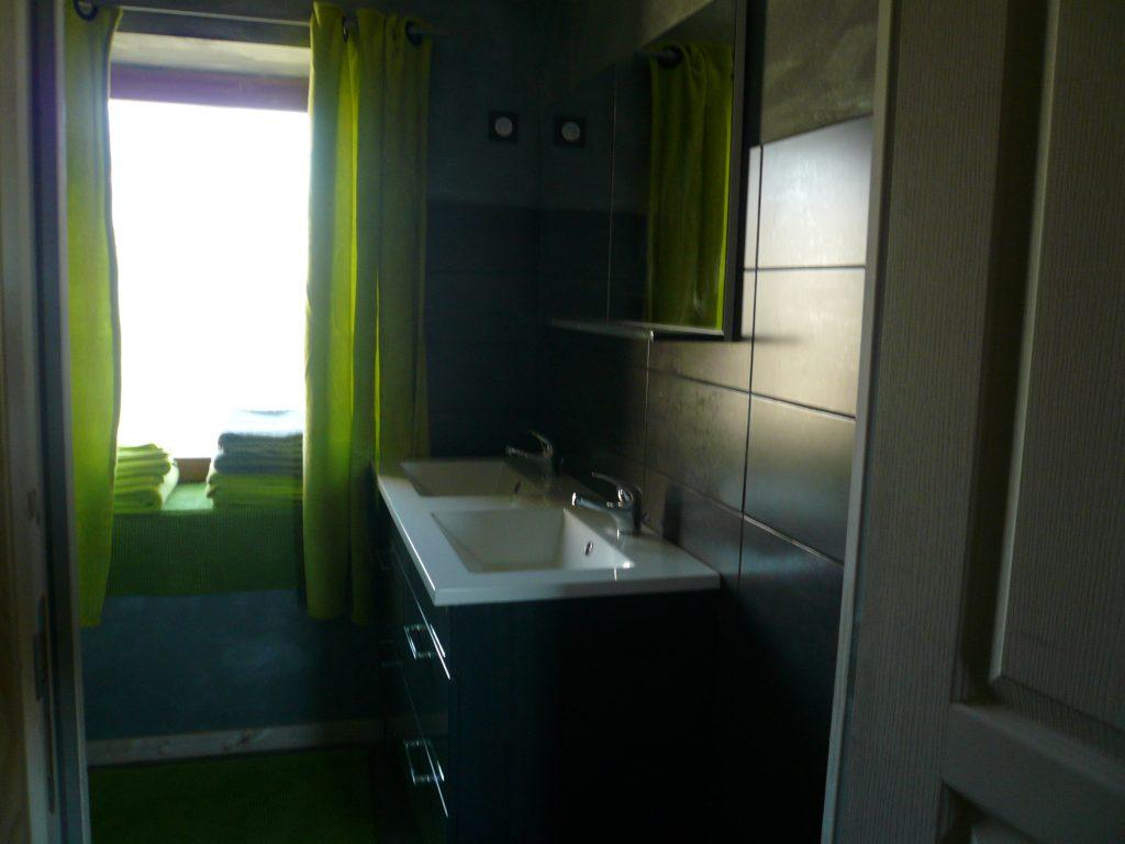 Salle de bain du petit gîte